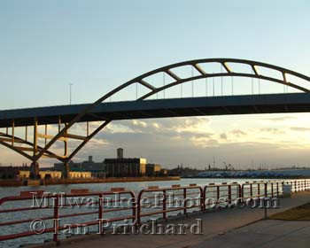 Photograph of Below the Hoan from www.MilwaukeePhotos.com (C) Ian Pritchard