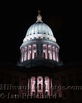 Photograph of Capital Building at Night from www.MilwaukeePhotos.com (C) Ian Pritchard