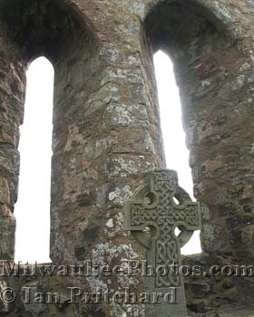 Photograph of Celtic Cross from www.MilwaukeePhotos.com (C) Ian Pritchard