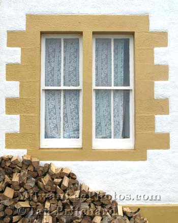 Photograph of Cottage Window from www.MilwaukeePhotos.com (C) Ian Pritchard