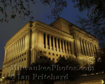 Photograph of County Courthouse from www.MilwaukeePhotos.com (C) Ian Pritchard