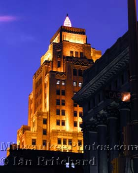 Photograph of Gas Building at Night from www.MilwaukeePhotos.com (C )Ian Pritchard