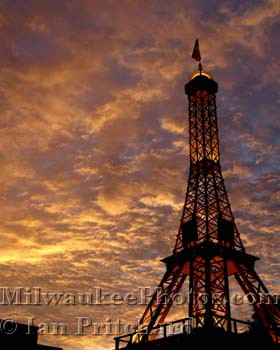 Photograph of Golden Eiffel from www.MilwaukeePhotos.com (C) Ian Pritchard