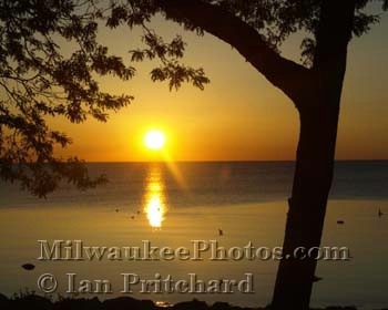 Photograph of Lake Sunrise from www.MilwaukeePhotos.com (C) Ian Pritchard