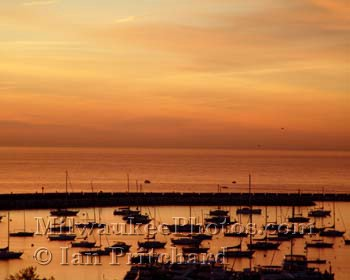 Photograph of McKinley Marina from www.MilwaukeePhotos.com (C) Ian Pritchard
