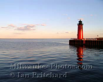 Photograph of Milwaukee Lighthouse from www.MilwaukeePhotos.com (C) Ian Pritchard