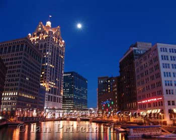 Photograph of Moon River from www.MilwaukeePhotos.com (C) Ian Pritchard