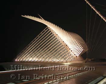 Photograph of Museum at Night from www.MilwaukeePhotos.com (C )Ian Pritchard