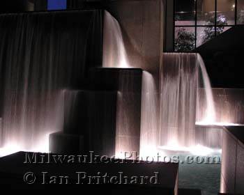 Photograph of NM Fountains At Night from www.MilwaukeePhotos.com (C) Ian Pritchard