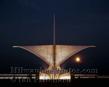 Photograph of Night Calatrava With Moon from www.MilwaukeePhotos.com (C) Ian Pritchard