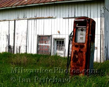 Photograph of Old Gas Pump from www.MilwaukeePhotos.com (C) Ian Pritchard