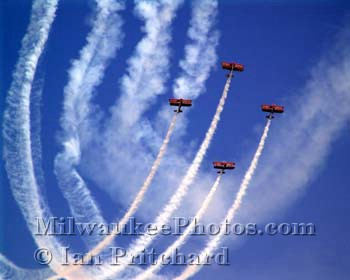 Photograph of Red Barons in the Sky from www.MilwaukeePhotos.com (C) Ian Pritchard