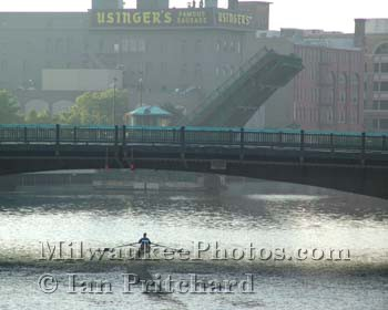Photograph of Sculler from www.MilwaukeePhotos.com (C) Ian Pritchard