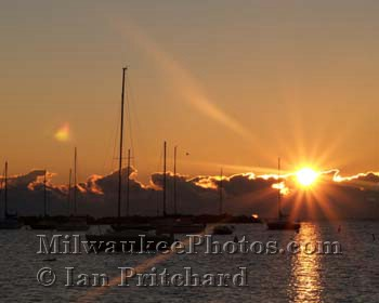 Photograph of Sunrise Marina from www.MilwaukeePhotos.com (C) Ian Pritchard