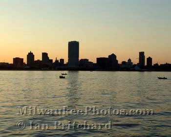 Photograph of Sunset Skyline from www.MilwaukeePhotos.com (C) Ian Pritchard
