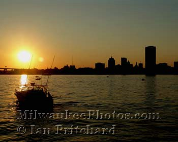 Photograph of Sunset and the City from www.MilwaukeePhotos.com (C) Ian Pritchard